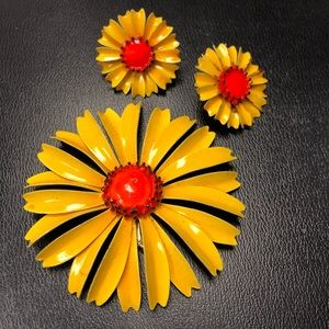 Retro Enamel Daisy Brooch Pin & Earrings Set
